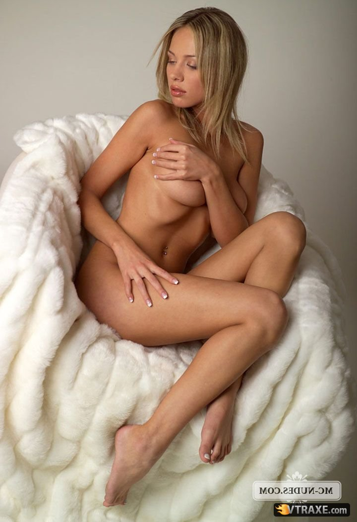 Настя совсем голая