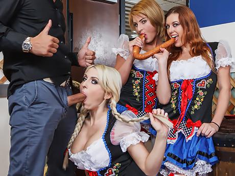 Грудастые немецкие зрелые официантки