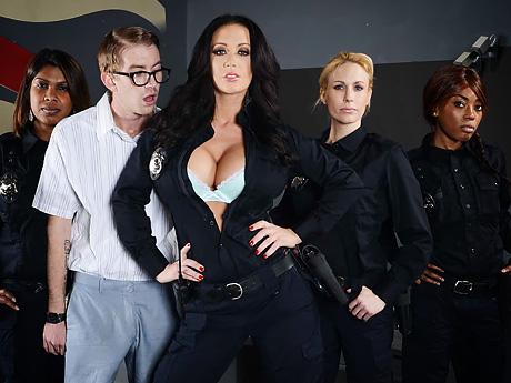 Лизу анн допрашивает полицейский порно, поебал сочную мамочку