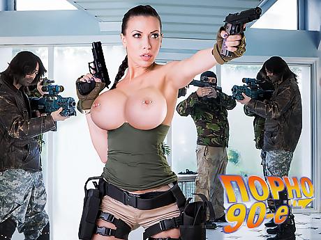 smotret-porno-foto-lara-kroft-prohozhiy-znasluvav-porno-pershiy-raz