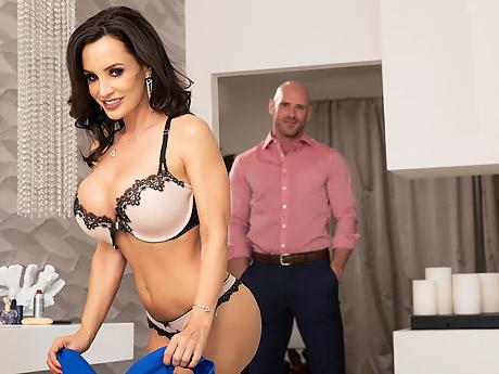 Смотреть порно с lisa ann brazzers